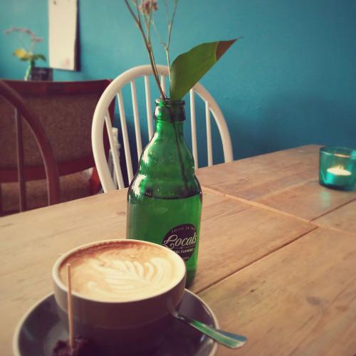 Cappuccino geserveerd bij Locals Tilburg
