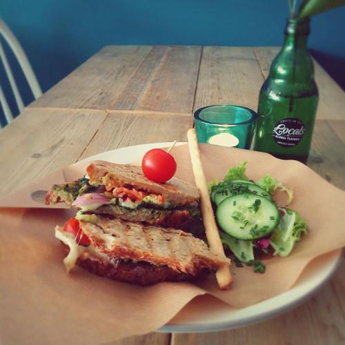 Sandwich brie van zuurdesembrood bij Locals Tilburg