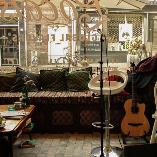 Microfoon en gitaar bij Locals Tilburg