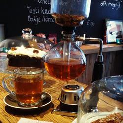 Een Slow Tea-theepot van Locals Tilburg
